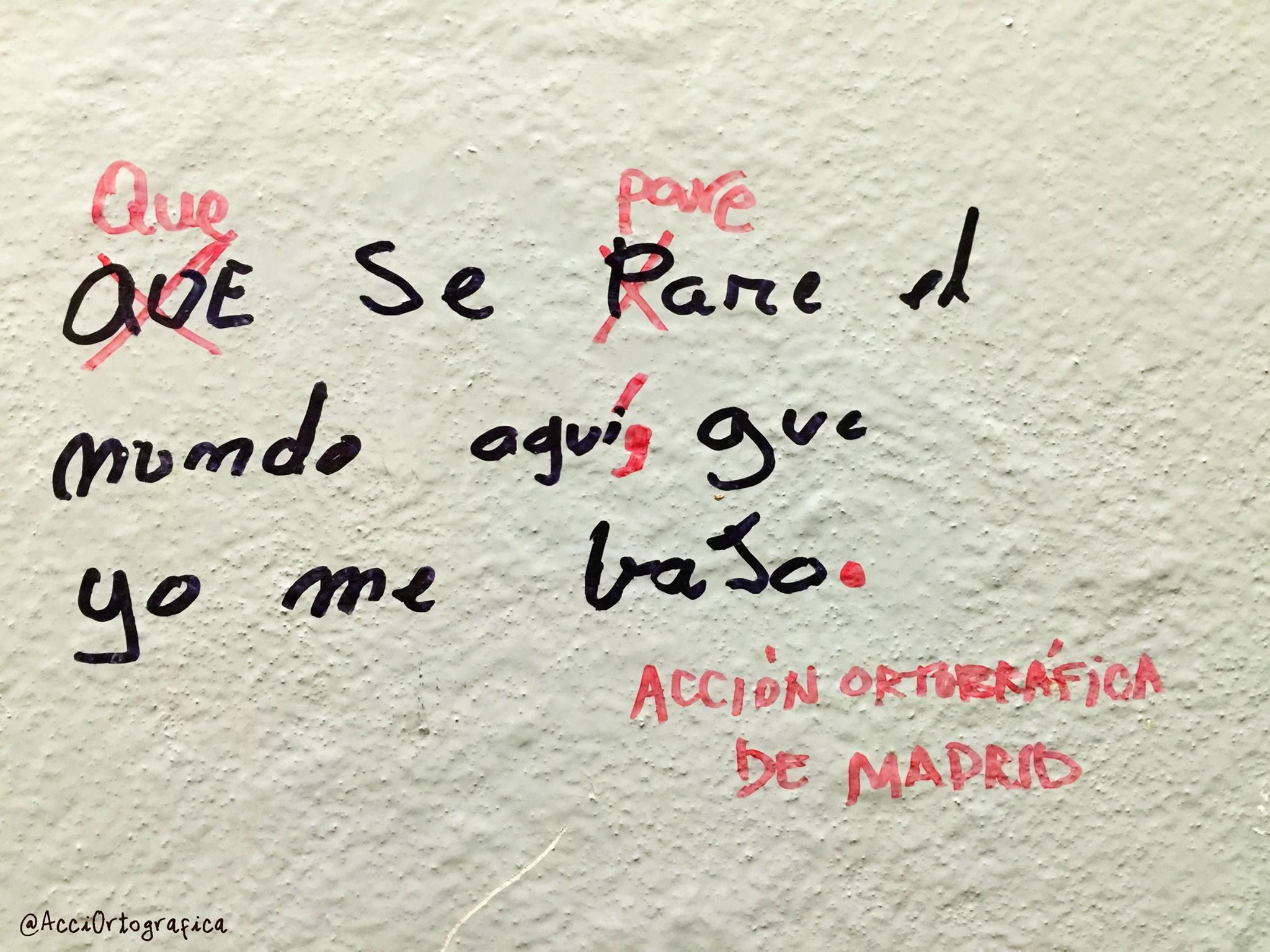 Grupos de acción ortográfica se afanan por corregir la ortografía de los grafitis en ciudades como Quito o Madrid.